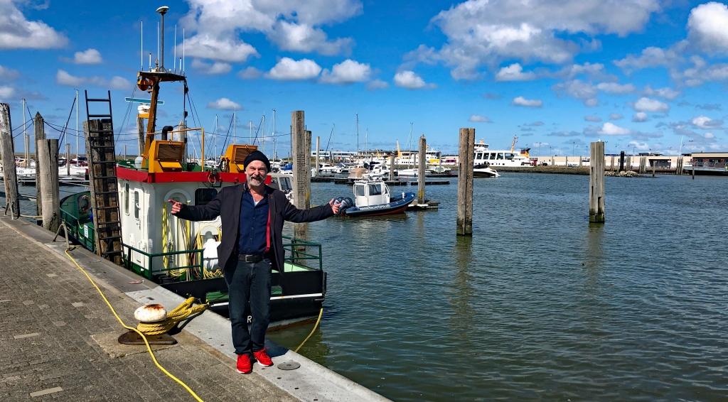Klaus-Peter Wolf im Hafen von Norddeich. (Foto: Wolfgang Weßling)
